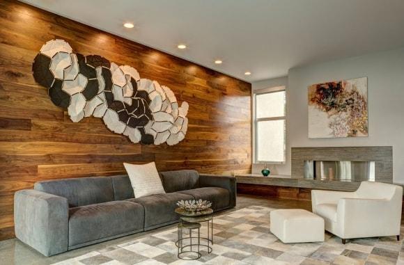 Пример отделки стен гостиной ламинатом