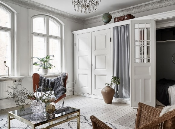 Распашной шкаф в интерьере скандинавского стиля