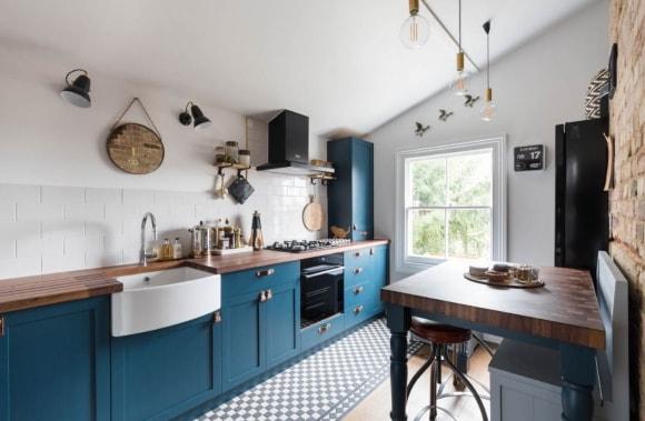 Синяя кухня в скандинавском стиле