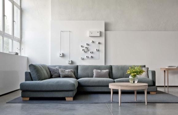 Угловой диванчик в сканди-интерьере