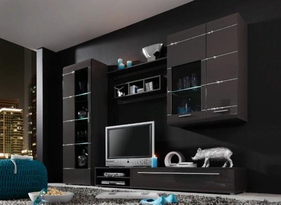 Черная матовая стенка в гостиной