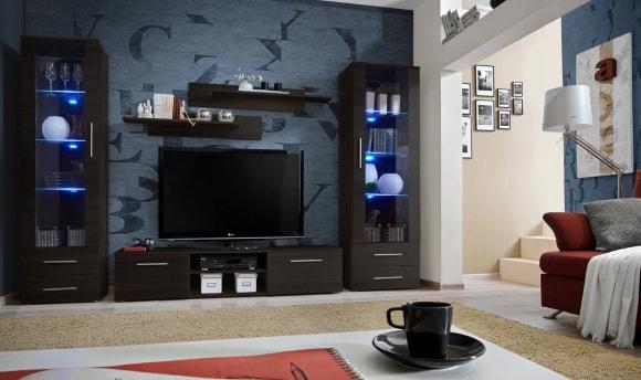 Современная черная матовая стенка в гостиной комнате